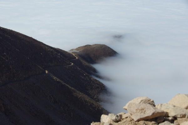 Descente des hauts plateaux vers la brume