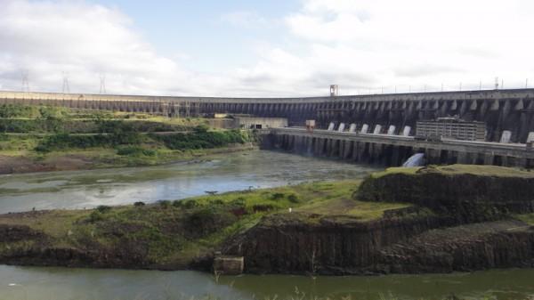 01-barrage Itaipu