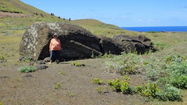 02-moai tombé, taille moyenne