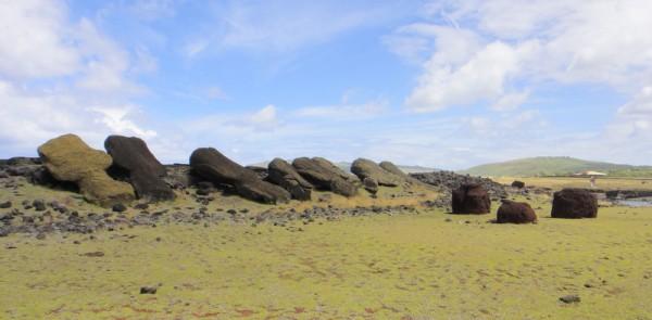 11-moai renversés