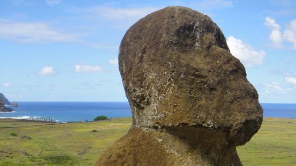 17-au loin, le site de 15 moai