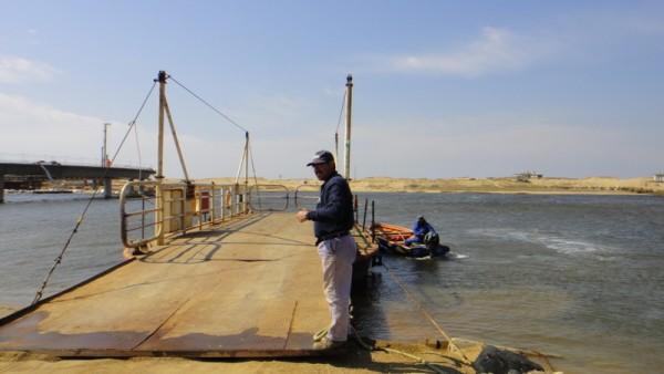 1-petit bac en Uruguay, bord de mer
