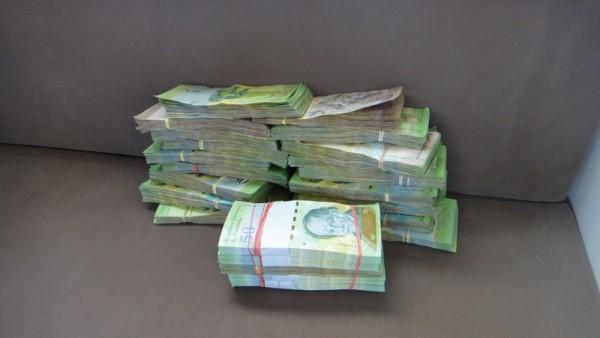 150 euros changés en Bolivares