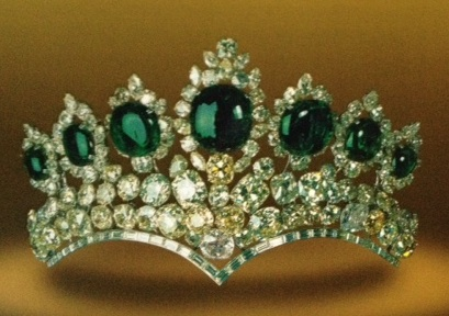 couronne-de-farah-pahlavi-en-1958