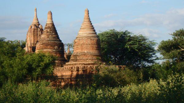 Stupas en forme de cloche ou d'épi de maïs pour le 3ème