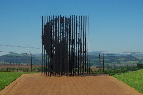 07-monument Mandela