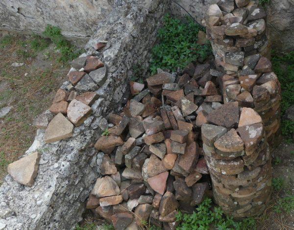 09 briques en triangles pour piliers
